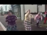 Возраст танцам не помеха))) Всем отличных выходных))) С праздником)))