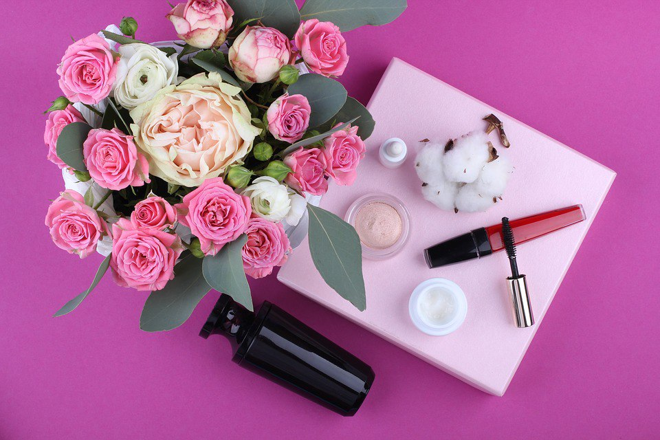Женские штучки: 23 фото на тему макияжа и косметики