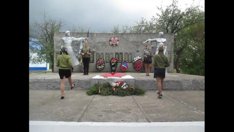 Смена караула у памятника погибшего воина поселка Петровский - 9 мая 2017