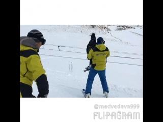 Сынуля встал на лыжи! 2 года и 2 месяца❤️⛷🤘🏼☃️❄️🎄👏🏼💪🏼