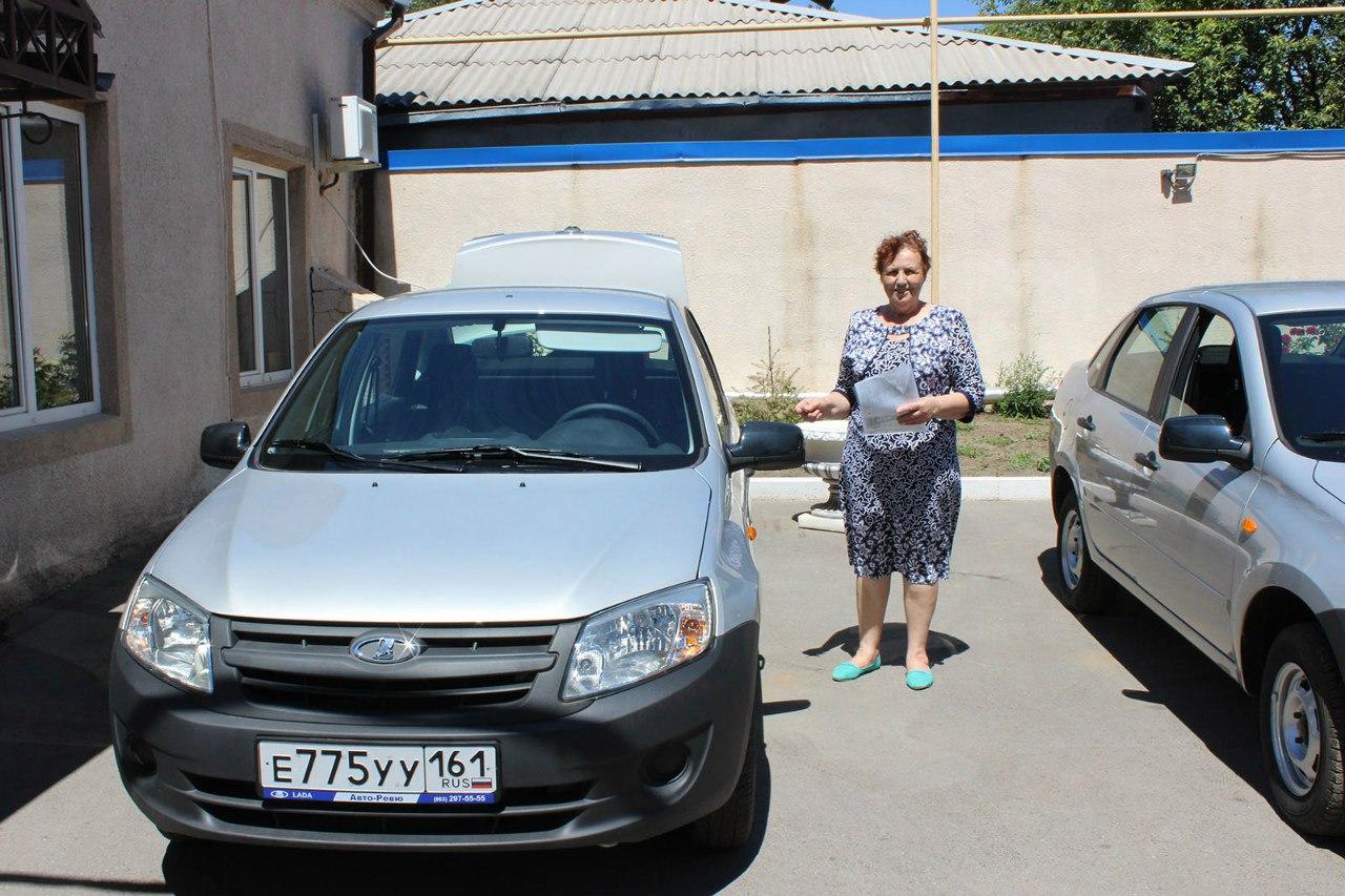 Донским ветеринарам вручили ключи от новых автомобилей
