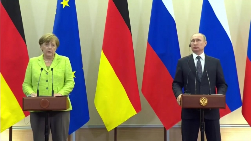 Канцлер Германии обратила внимание Путина на необходимость защиты меньшинств - в частности, Свидетелей Иеговы