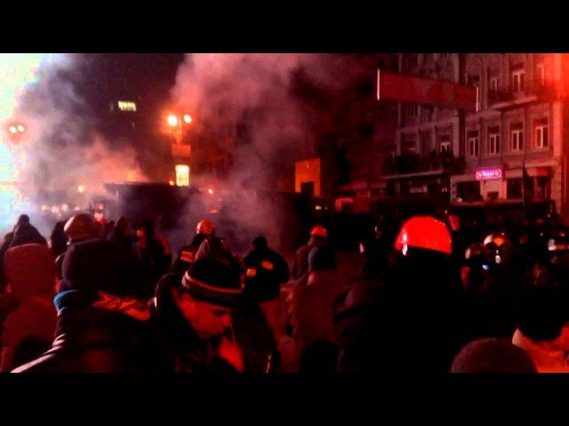 19 января 2014 Беркут кидає гранати у мітингувальників на Грушевського