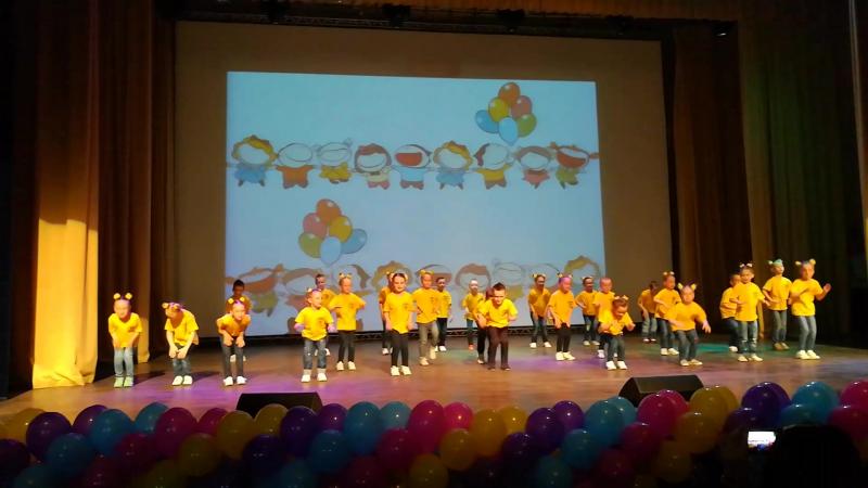 Відеофрагмент виступу найменшої групи на звітному концерті школи сучасного танцю Step by step