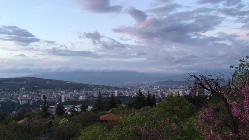 только ради этого кадра надо приехать в Тбилисси