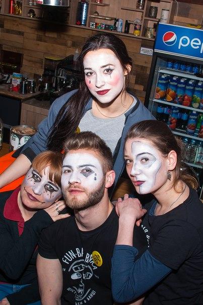 Коли театр приходить на Троєщину 🤣🤣👍#барбанка #банка #банкабар #barb