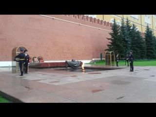Кремль, смена караула у памятника неизвестному солдату.