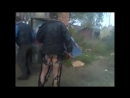 Ржачный прикол ,пьяному мужику спалило з... видео  D (720p)