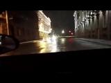 Из пожарного гидранта возле Мраморного дворца забил фонтан воды