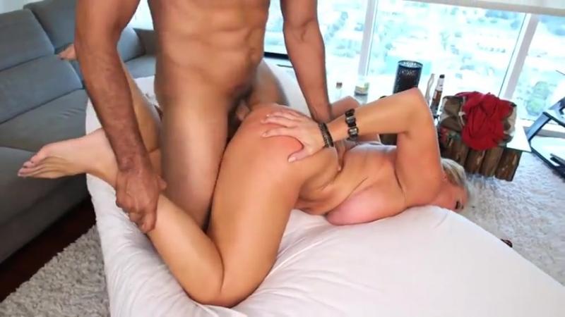 Зрелая трахнула массажиста, old oil massage mature busty milf mom big cock pussy sex porn dick (Инцест со зрелыми мамочками 18+)