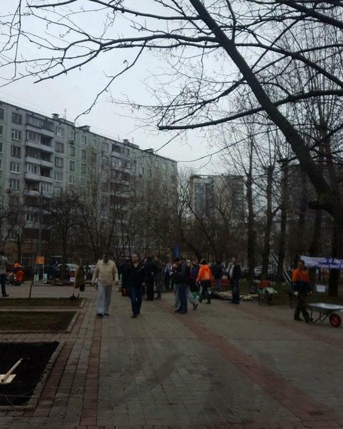 Окружной субботник на Химкинском бульваре начался