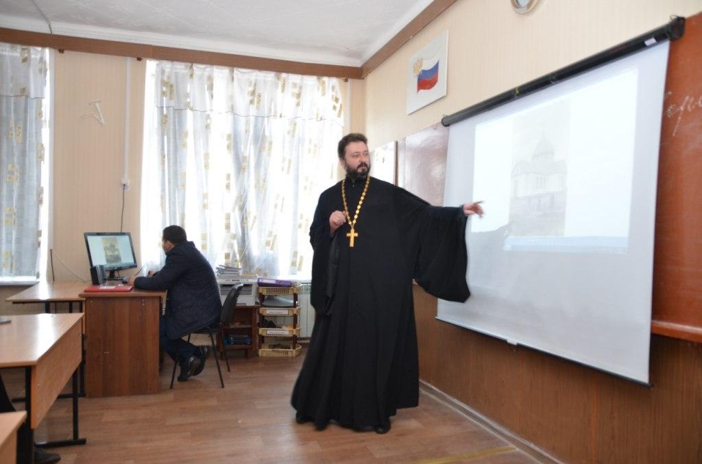 В клубе любителей истории ст. Зеленчукской обсудили вопросы отношений Сталина и РПЦ