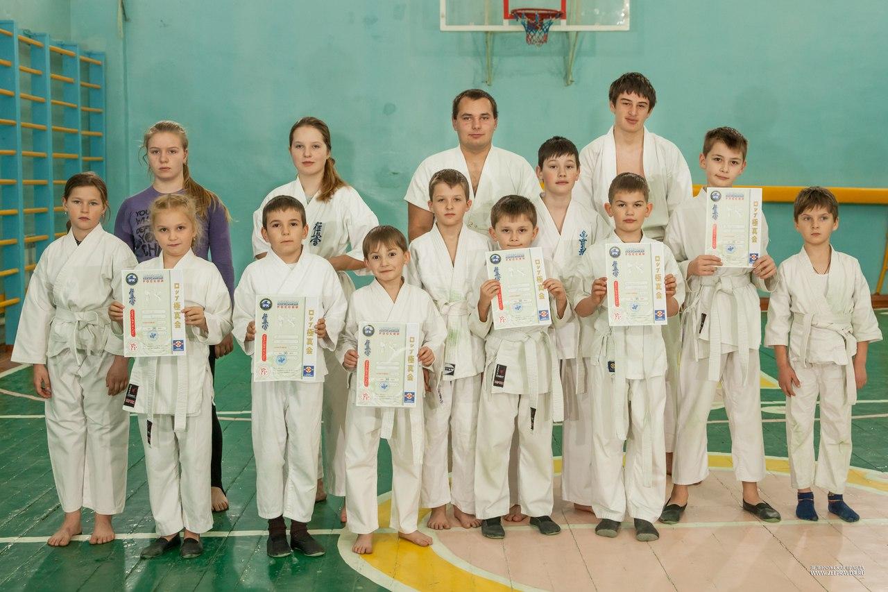 Каратисты из станицы Зеленчукской сдали аттестационный экзамен