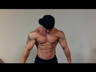 Huge muscle god flexing big shredded muscles׃ christopher mitchell www.muscularchristopher.com