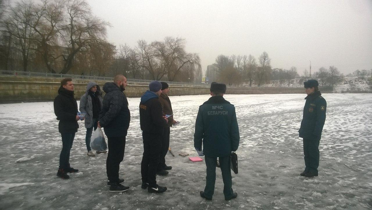 Рыбаков продолжают убеждать в опасности выхода на лёд