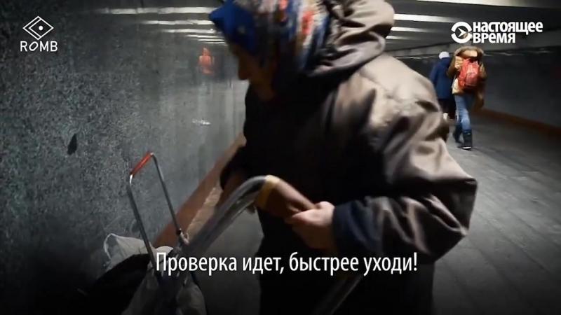 Бабе Тоне 86. Она продает домашнюю капусту, засоленную в бочке, и совсем не обижается на полицию, которая гоняет ее из переходов