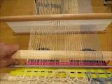 自作、簡易織り機で裂き織りを織る(バックストラップ機)