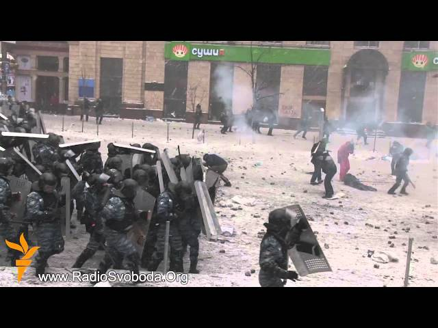 В боях на Грушевського масово обстрілюють мітингувальників