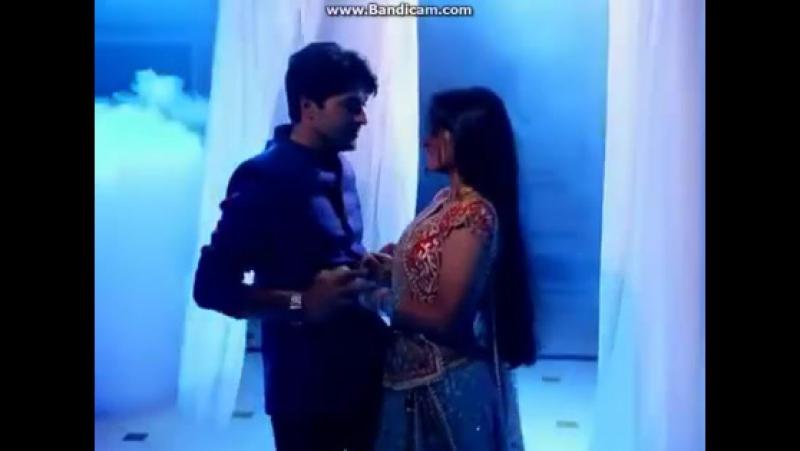 Танец Сураджа и Сандьи во время ссоры.