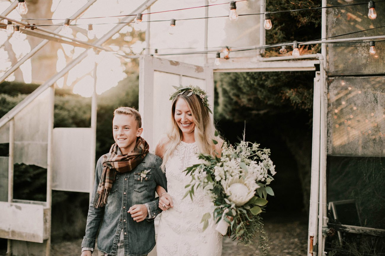 L54Olj68QO4 - Свадьба в заповедном лесу на берегу океана (26 фото)