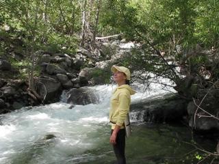 Долина Чулышмана. Горный Алтай. В окрестностях водопада, название, которого известно только алтайцам и турбазы
