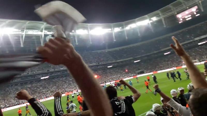 Şampiyon Beşiktaş düdüğüyle vodafone arena yıkılıyor