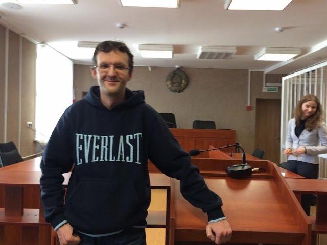 Журналист InformNapalm Денис Ивашин дает комментарии после суда День Воли в Минске