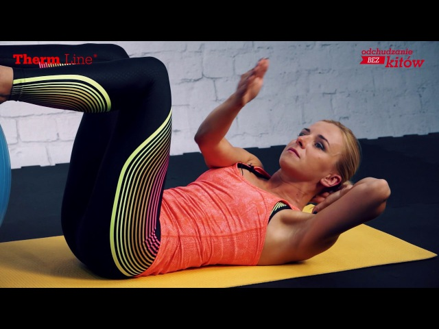 Trening wzmacniający z piłką brzuch uda i pośladki