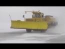 Уборка снега на взлетной полосе аэропорта Ставрополь. 29-01-2014