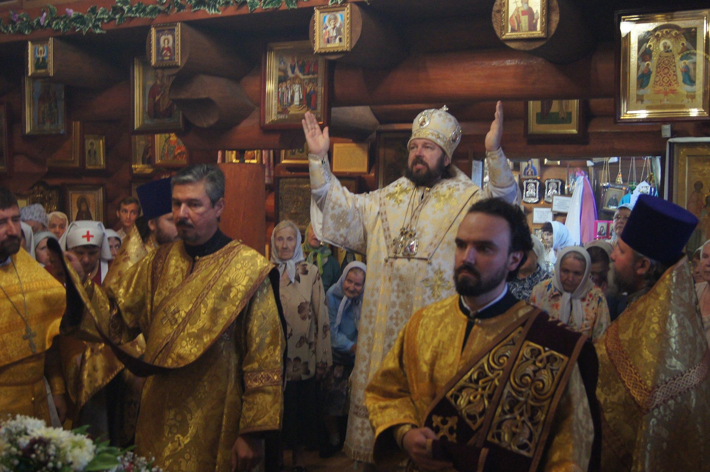 В День Крещения Руси епископ Митрофан возглавил престольный праздник в нашем храме