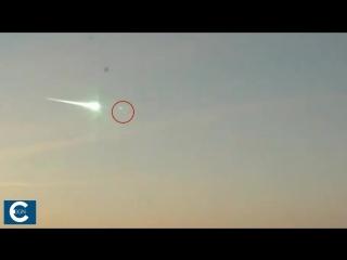 НЛО сбивает падающий метеорит на Урале....