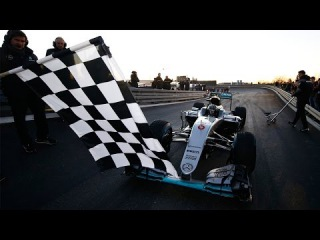 Nico Rosberg drives final laps in his F1 W07 car