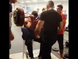 Дмитрий Трубин тренирует бицепс на скамье Скотта вес штанги 160 кг! на 2 повтора!