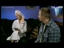 Светлана Чуйкина в халате в сериале Лола и Маркиз. Виртуозы лёгкой наживы (2004) - 3 серия
