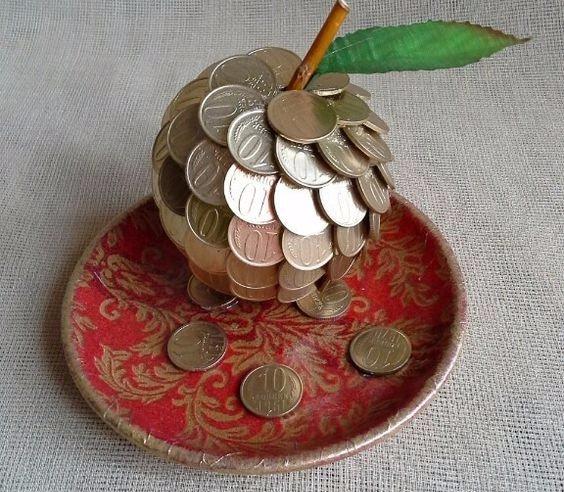 Яблоко — означает плодородие, любовь, радость, знание, мудрость и роск