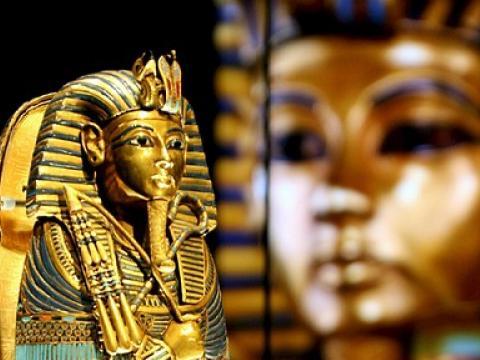 Маската на Тутанкамон
