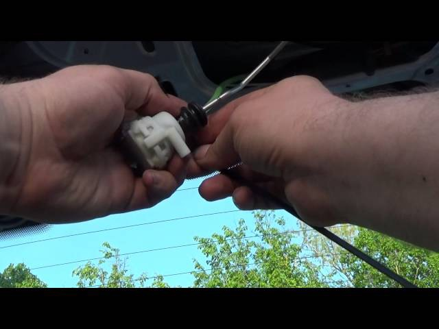 Дополнение к ремонту пневмопривода замка, рышки багажника Ауди авант A6 c4, pneumatic lock