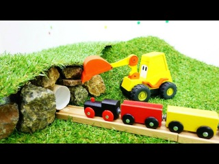 Экскаватор Макс строит тоннель для поезда. Видео на английском языке.