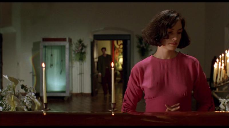 Фамке Янссен (Famke Janssen) голая в фильме «Повелитель иллюзий» (1995)