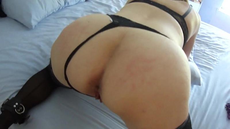 Трахает и шлёпает плёткой зрелую маму, POV ass mature bubble butt mom woman cock sex hot spank (Инцест со зрелыми мамочками 18+)