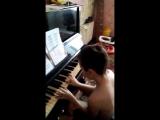 Витя играет на растроеном Фано...
