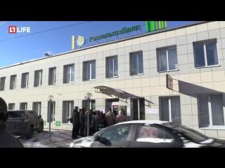 Пенсионеры штурмуют офис банка в Твери