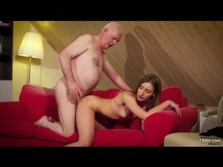 Lucie Gold - порно молодка отдается пузатому старичку на его рабочем месте