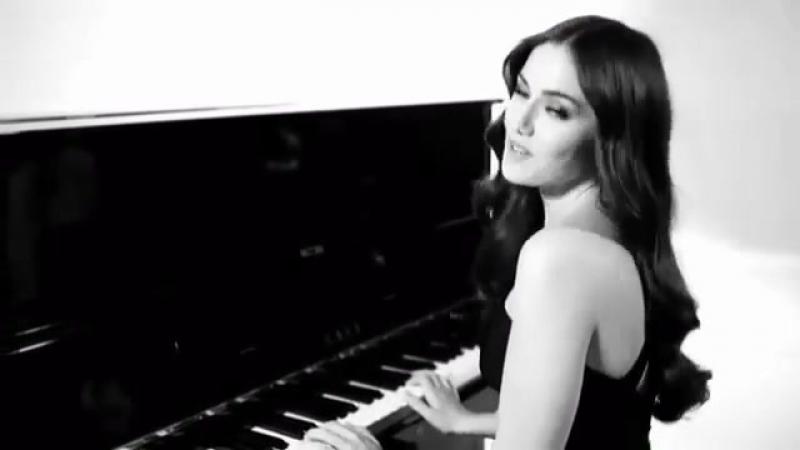 Instagram video by Çılgındelireceli CRAZY • Apr 22, 2016 at 324pm UTC_fahriyeevcen den piyano resitali misminnak 😎10 parmak