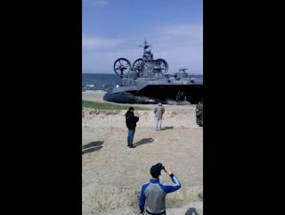 Высадка морской пехоты на фоне «Зубра»