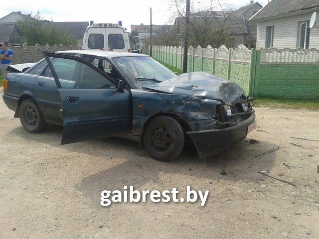 В Ивацевичах столкнулись AUDI и ГАЗ: пострадал водитель легковушки