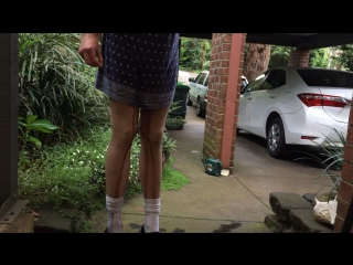 Outdoor crossdressing wetting