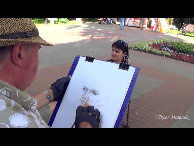 Художник портретист в Гомельском парке. a portrait painter in the Gomel park.
