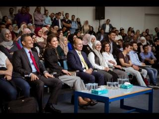 Королева Рания посетила Fab Lab Irbid в Иорданском университете науки и технологий.