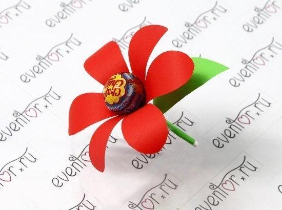 Как сделать цветок из бумаги и чупа чупса
